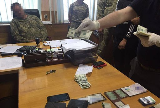 Військовий комісар з Харківщини попався на хабарі