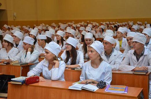 Правительство разрешило студентам-медикам не отрабатывать три года после завершения обучения