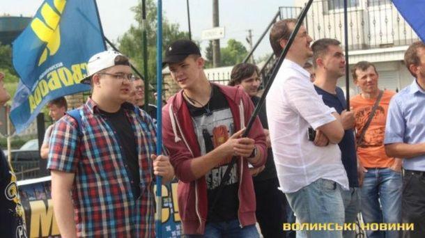 Националисты пикетируют консульство Польши в Луцке