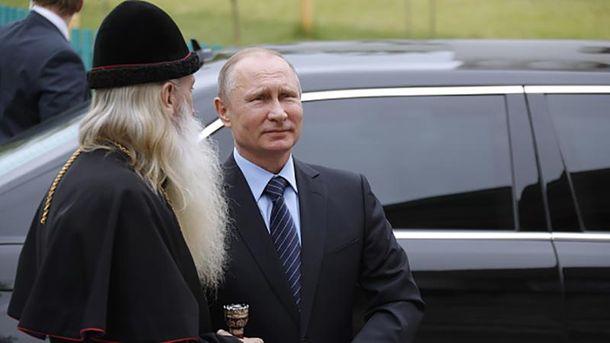 Володимир Путін після зустрічі з голубом