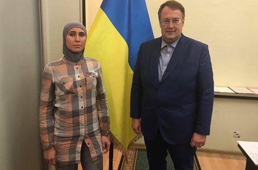 Амина Окуева поблагодарила за поддержку после покушения на своего мужа Адама Осмаева