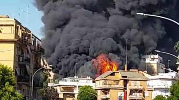Поблизу Ватикану зайнялося автомобільне звалище
