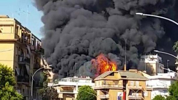 Возле Ватикана возгорелась автомобильная свалка