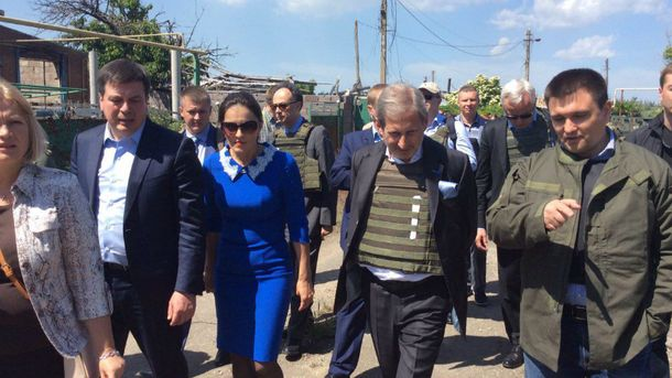 Еврокомиссар Хан посетил прифронтовое Широкино