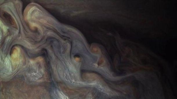 Науковці показали вражаючі фото «хмар» наЮпітері