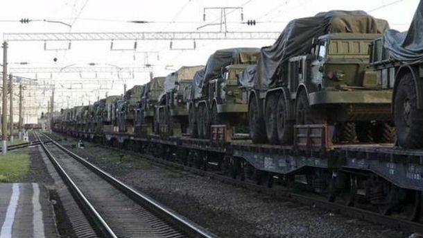 Россия готовится перебросить на Донбасс военный эшелон