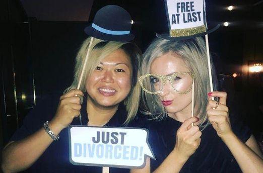 В Instagram появился новый тренд: пары смешно фотографируются после развода