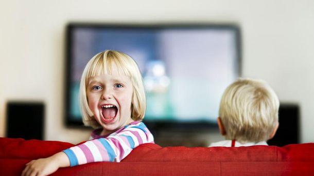 Телевізор у дитячій спальні може спричинити ожиріння в дітей