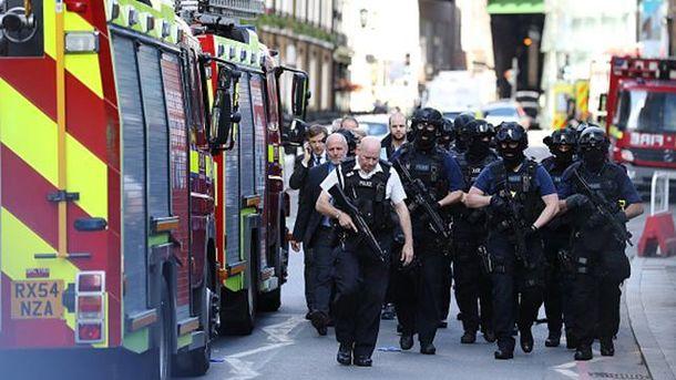 Місце теракту у Лондоні оточила поліція