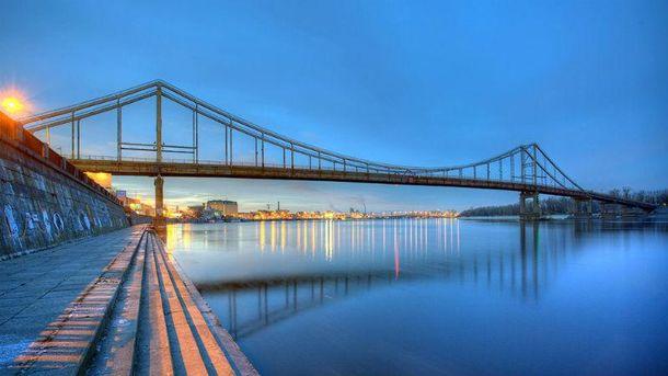 Пішохідний міст у Києві