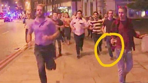 Фото дня: британец с пивом убегает от теракта
