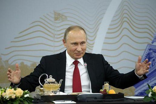 Путин пытался поставить Макрона