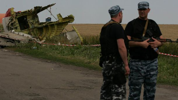 Російські військові на місці катастрофи Boeing 777