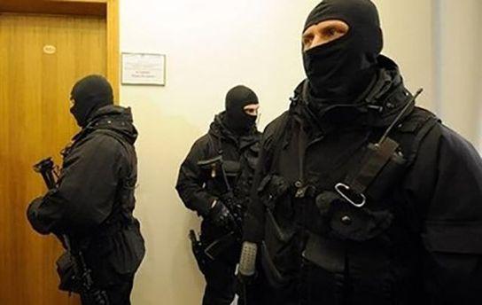 Поліція таспецназ влаштували обшуки в міськраді Ірпеня (ФОТО, ВІДЕО)
