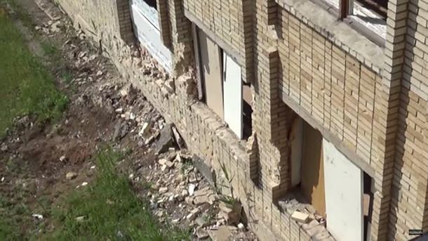 Школа №1 после обстрела в Красногоровке (иллюстрация)