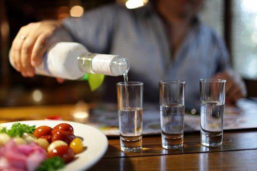 Во время трансляции слушаний Коми бары США будут продавать водку