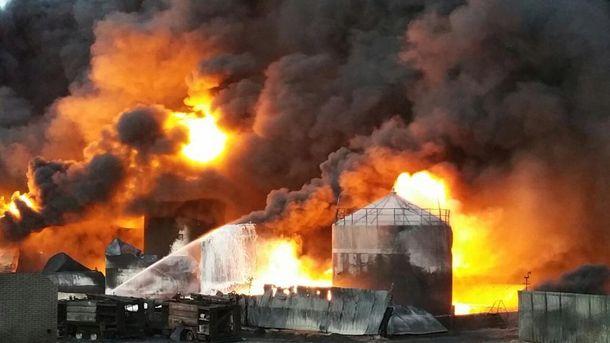 Пожар на нефтебазе в Василькове