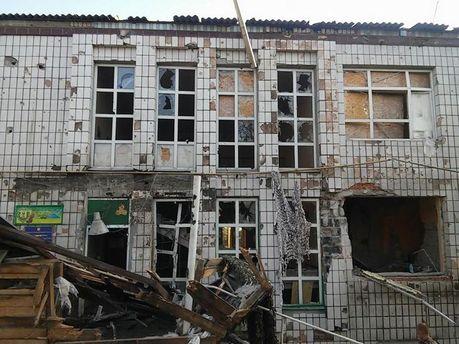 Бойовики обстріляли селище під Маріуполем: зруйновані будинки і сільгосптехніка