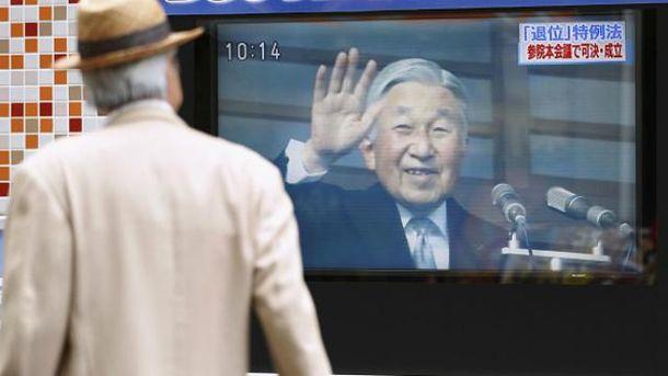 Парламент Японии позволил императору отречься от престола