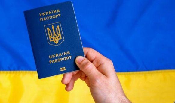 Біометричні паспорти мають право отримувати всі громадяни України, заявили в ЄС