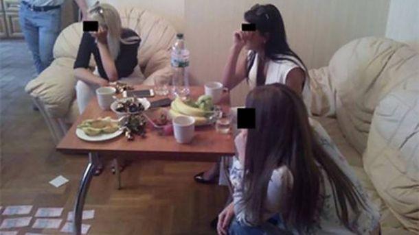 Злоумышленница завербовала около 60 проституток