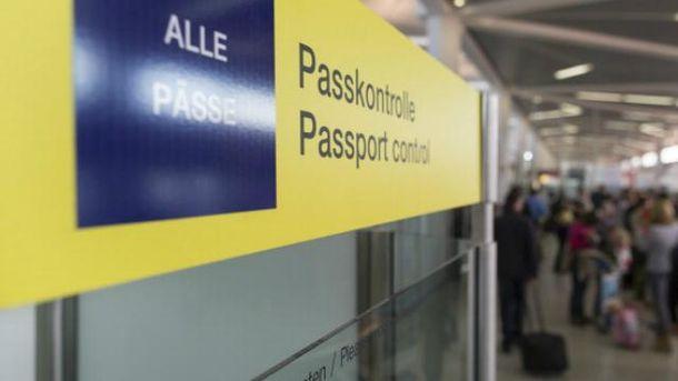 З опівночі 11 червня українці зможуть їздити в ЄС без віз