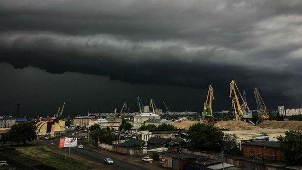 Торнадо добрался идоОмской области: смерч засняли вОдесском районе