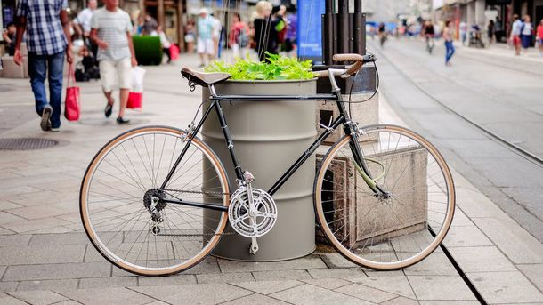 10 интересных идей, как хранить велосипед в маленькой квартире