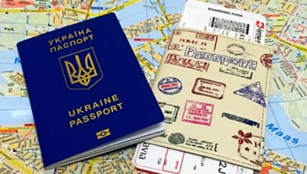 Майже 3 тис. українців з біометричними паспортами вже скористалися «безвізом»