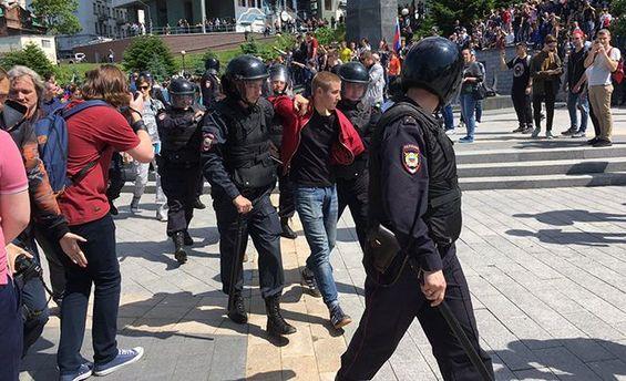 Протести Навального почалися: удвох містах Росії арешти і бійки