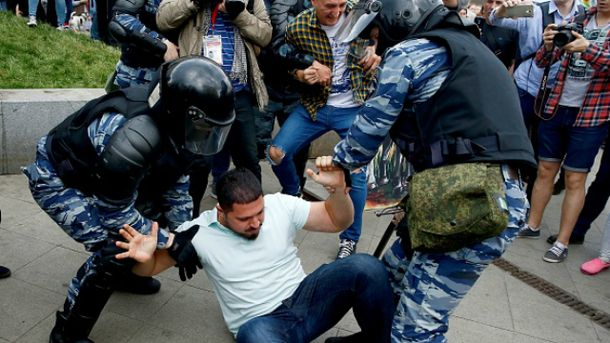 У День Росії масово затримували учасників антикорупційного мітингу