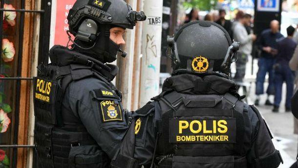 Вантажівка врізалася у таксі в Стокгольмі. Фото з місця події