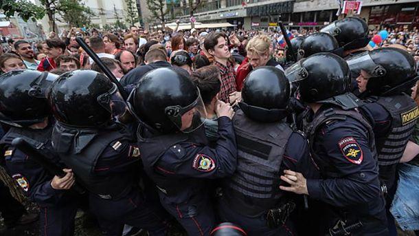 Силовики розганяють антикорупційний мітинг у Росії