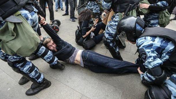 Масові затримання на мітингах у День Росії
