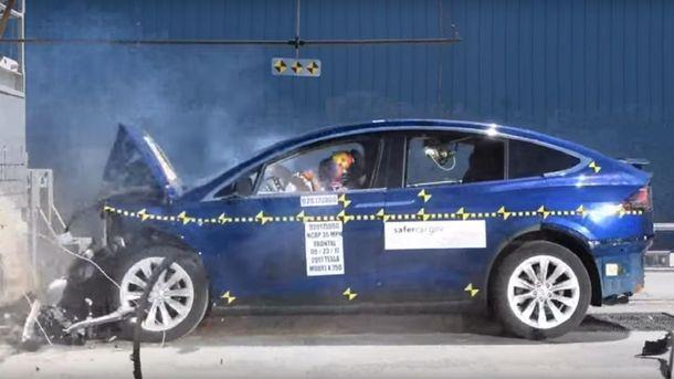 Краш-тест кросовера Tesla Model X