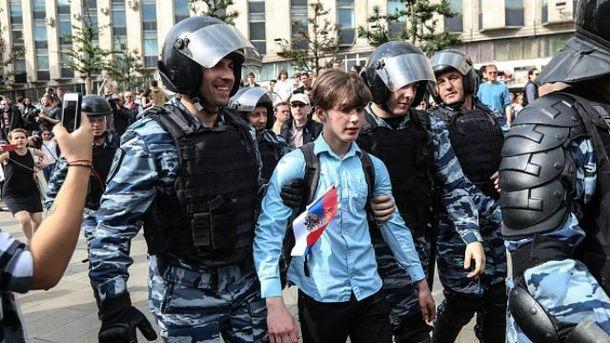 У День Росії в Москві затримали понад 800 осіб