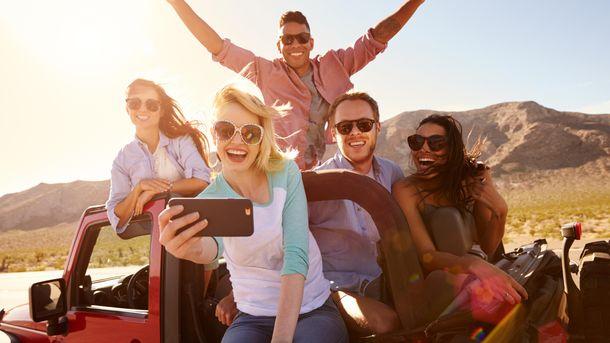 Ученые обнаружили, кто из близкого окружения делает человека счастливее