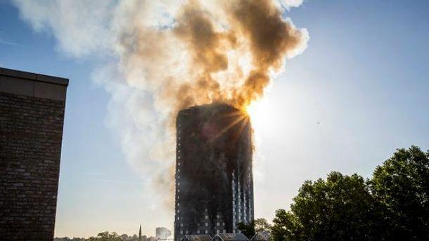 В Лондоне горит жилая многоэтажка