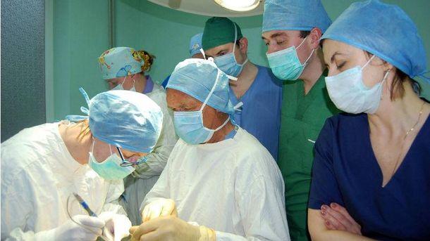 Операція, яку проводить Екснер Клаус