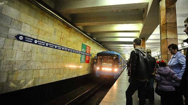 УКиєві настанції метро «Льва Толстого» людина впала під поїзд