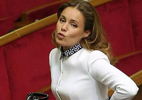 Королевскую заметили в одном из ресторанов Киева после инцидента с зеленкой