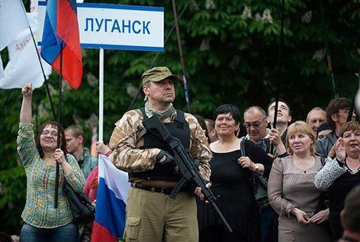 Жители оккупированной Луганщины бросились массово изготавливать украинские загранпаспорта