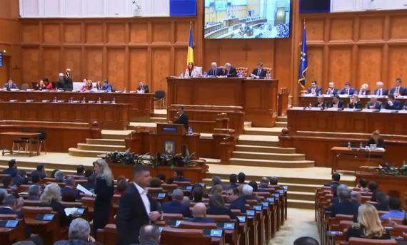 Парламент Румынии отстранил правительство премьера Гриндяну