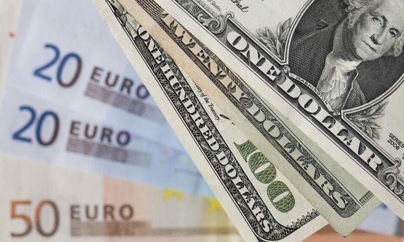 Обвал рубля: доллар подорожал до60 рублей, евро практически до67 рублей