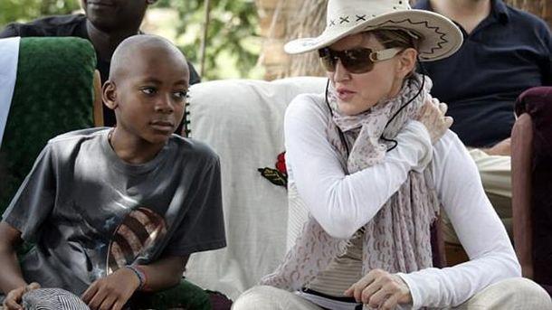 Мадонна желает переехать вПортугалию наПМЖ из-за сына