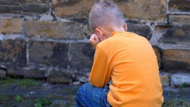 Також вирішується питання про позбавлення батьківських прав матері хлопчика