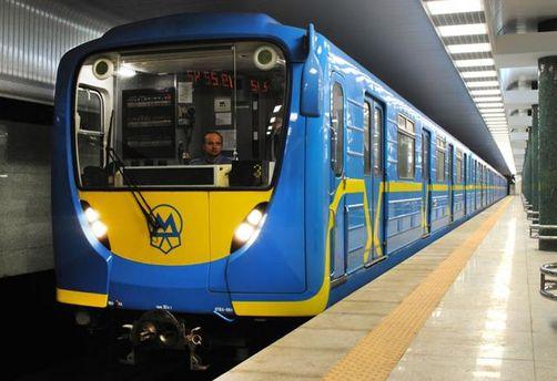 Под колеса вагона в столичном метро попала 19-летняя студентка