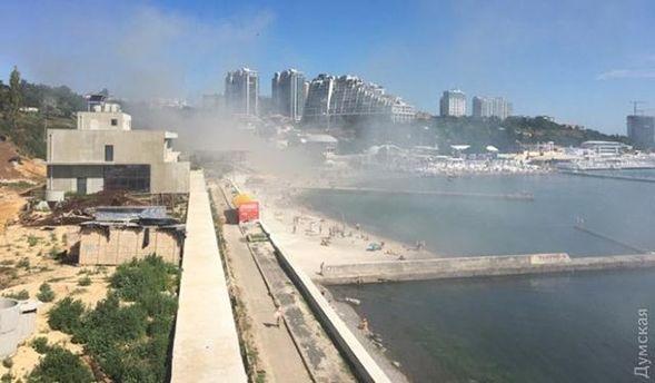 В Одесі на пляжі горять два ресторани