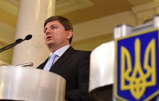 Законопроект про деокупацію Донбасу не передбачає введення воєнного стану, заявив Герасимов