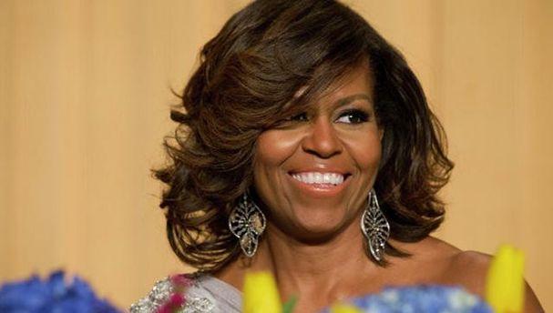 Мишель Обама тренировалась в парке и призвала присоединяться к ней